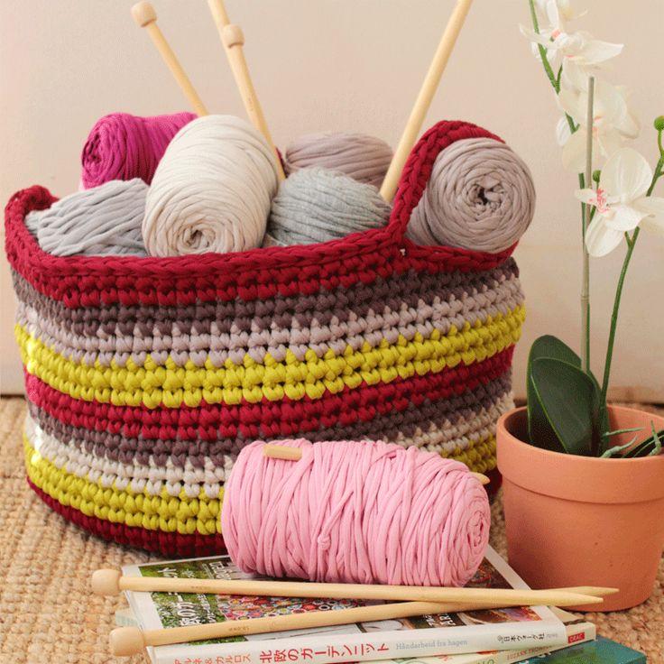 Cesta Labores de Trapillo a Crochet - Tutorial Gratis en Español aquí: http://www.lolaylana.com/post-casa/cesta-labores-de-trapillo/