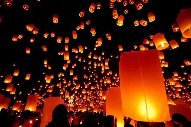 El precioso festival yee peng o de las linternas flotantes en Chiang Mai #Tailandia