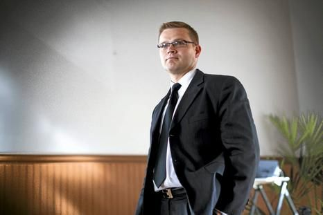 Vahvaa asiantumtemusta johtoryhmään. MTK:n maitoasiamieheneä toiminut Sami Kilpeläinen siirtyi vavhistamaan Arla tuottajayhteistyötä ja turvaamaan kotimaisen maidon saannin.