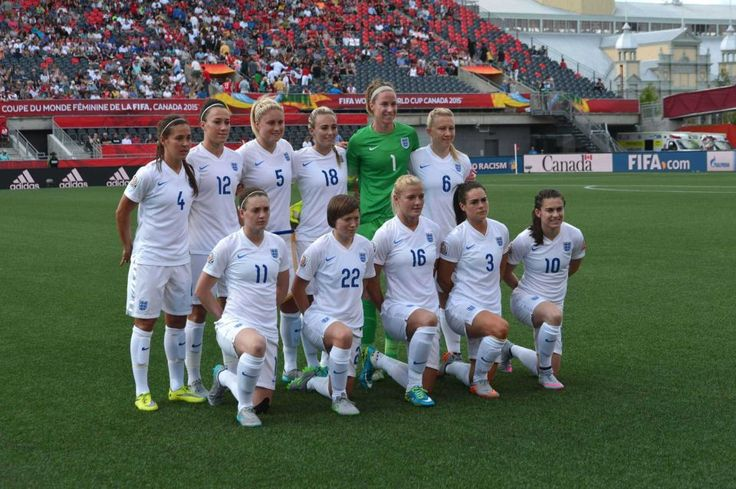 England's National Football team poses before their 2015 FIFA Women's World Cup match against Norway at Lansdowne Stadium in Ottawa on June 22, 2015.
