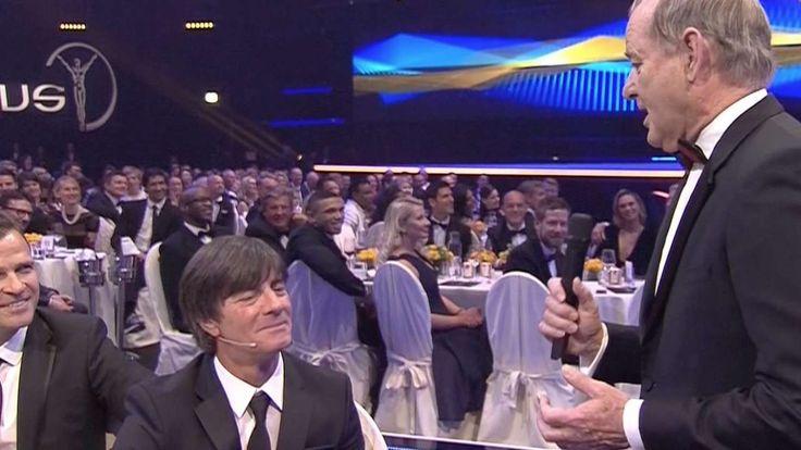 Highlight auf der Verleihung der Laureus Sports Awards in Berlin: Schauspiel-Legende Bill Murray besingt Bundestrainer Joachim Löw.
