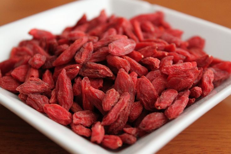 If you're a chocolate lover, goji berries are just your thing! Mix them into your granola with some dark chocolate, or into your yogurt.