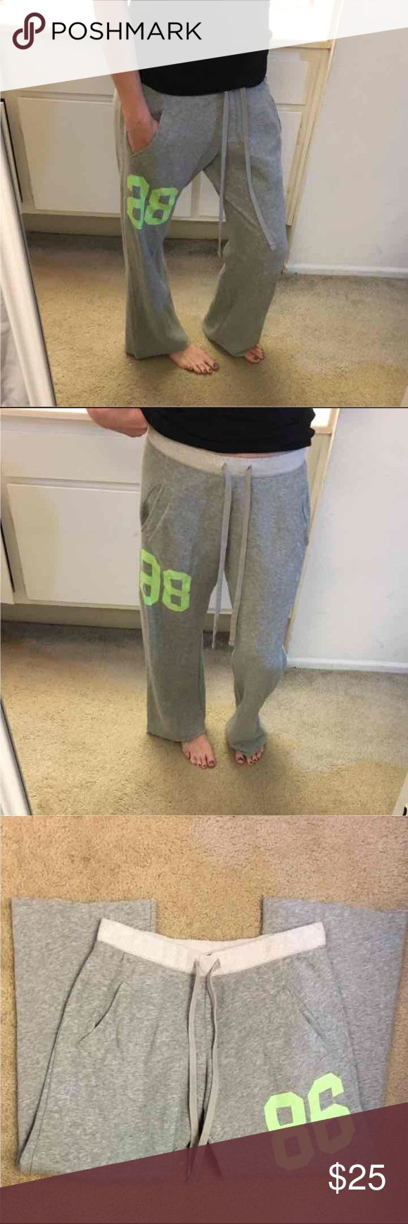 """Great cond VS PINK boyfriend sweatpants Super cute great condition size extra small but can fit small also elastic and tie waist has pockets in front and LOVE PINK on butt minor cracking to 88 But not noticeable when wearing inseam is 28 1/2"""" PINK Victoria's Secret Pants"""