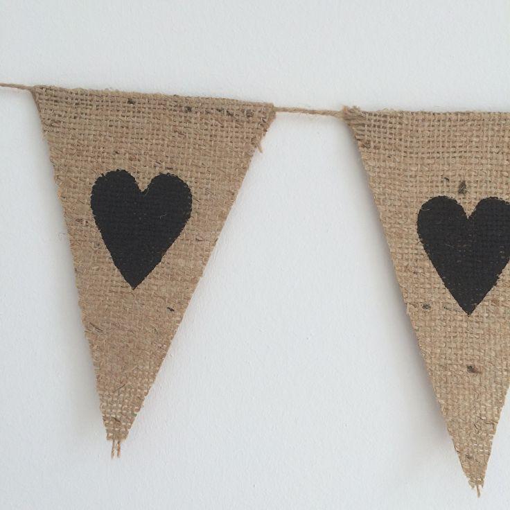 2 meter Jute vlaggenlijn met zwarte hartjes | Zelf samenstellen | www.evice.nl  Leuk als decoratie in huis of op je bruiloft!