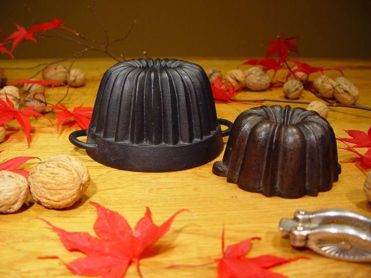 cast iron bundt cake pan, cast iron cake pan, old, antique, two baby bundts