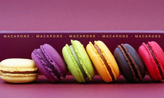 Θέλετε μια νότα Παρισιού στο γάμο σας; Τότε σκεφτείτενα χρησιμοποιήσετε τα γνωστά macarons (μακαρόν). Αυτά τα παραδοσιακά γαλλικά γλυκά, είναι ένα δημοφιλές επιδόρπιο γιατί οι καλεσμένοι σας μπορο…