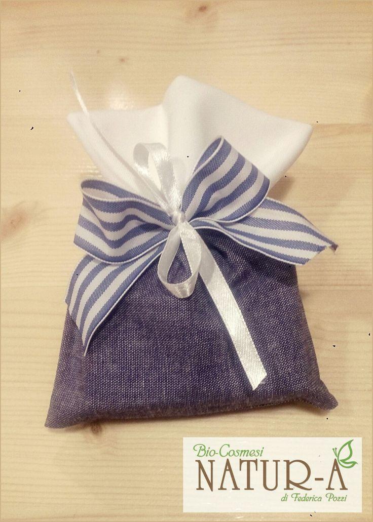 Sacchetto bomboniera bianco/jeans con fiocco bianco in raso e righe blu 🎀