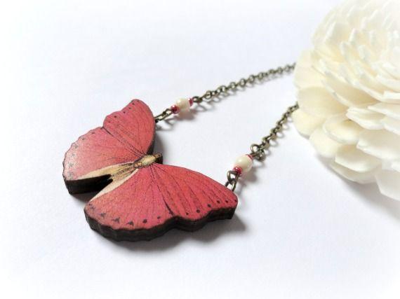 Mariposa roja-collar de madera / GBILOBA - Artesanio
