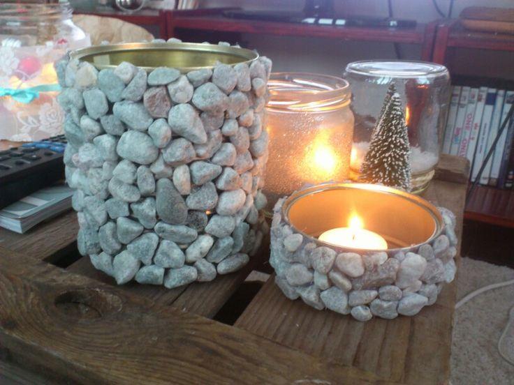 latas decoradas con piedras portavelas!