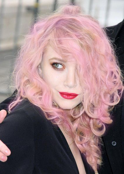 MK would look great pink! Also i want my hair to do this please...Pink Hair, Pale Pink, Kate Olsen, Ashley Olsen, Red Lips, Pink Lips, Cotton Candies, Mary Kate, Olsen Twin