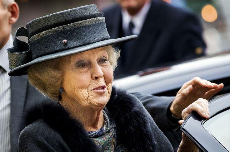 SCHEVENINGEN - Prinses Beatrix heeft vrijdagmiddag de jubileumbijeenkomst van het Reumafonds bijgewoond. In het Circustheater in Scheveningen werd uitgebreid stilgestaan bij de negentigste verjaardag van het fonds waarvan de prinses sinds 1980 beschermvrouwe is. (Lees verder…)
