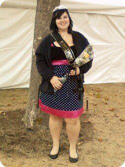я был возвращение на родину принцессы для моего колледжа, Манчестерский колледж!  :) Кто сказал пухлые девушки не могут выиграть корону?  :) Платье от JC Penny, и что это :) XL.  Представлено brittttanynoel