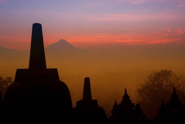 Perayaan Waisak bagi Umat Buddha di Candi Borobudur.