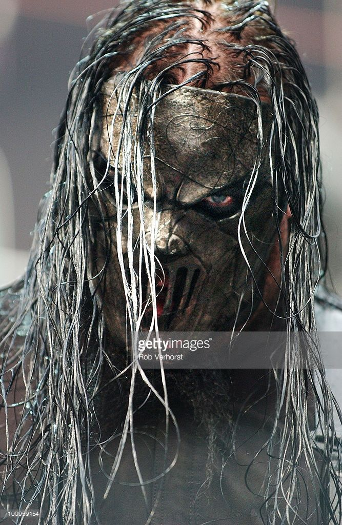 Mick Thomson of Slipknot performs on stage at the Amsterdam Arena on June 21st 2004 in Amsterdam, Netherlands.