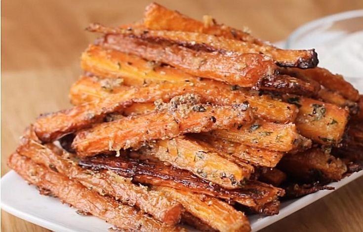 Pommes Karotten mit Knoblauch und Parmesan, begleitet von … — #begleitet #Kar…