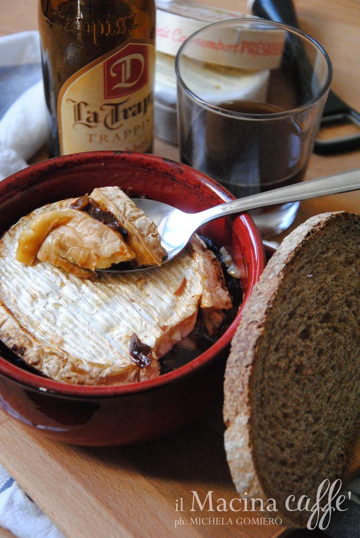Camembert alla birra trappista - Camembert with Trappist beer http://ilmacinacaffe.blogspot.it/2016/10/camembert-alla-birra-trappista.html