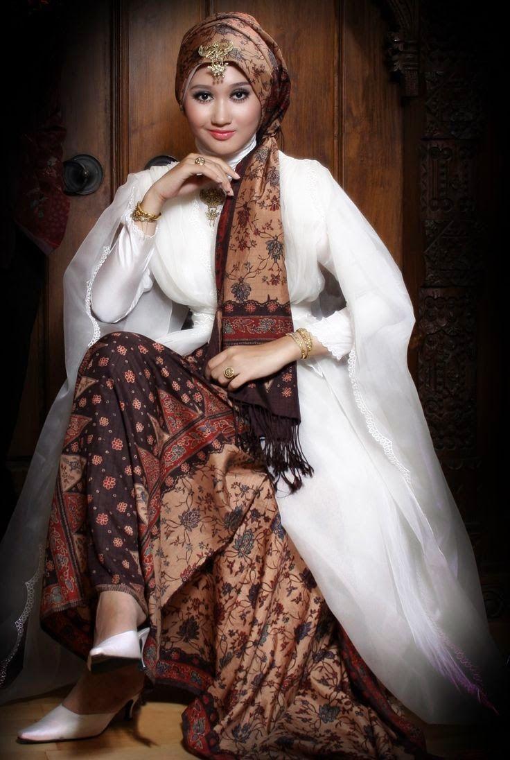 Model Baju Muslim Batik Pesta Modern Elegan