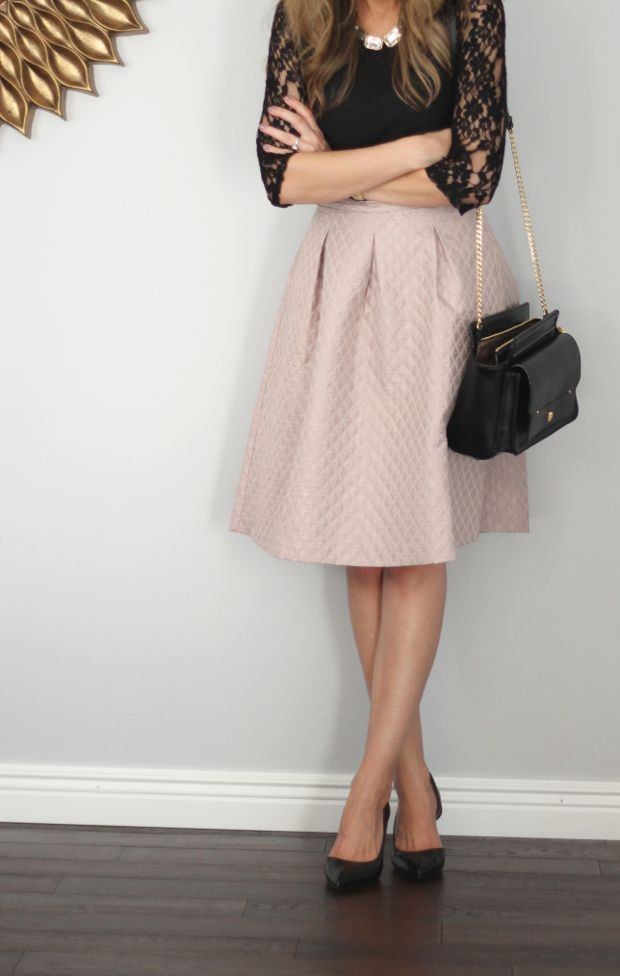 Pretty full skirt and black lace top with heels. Très chic!