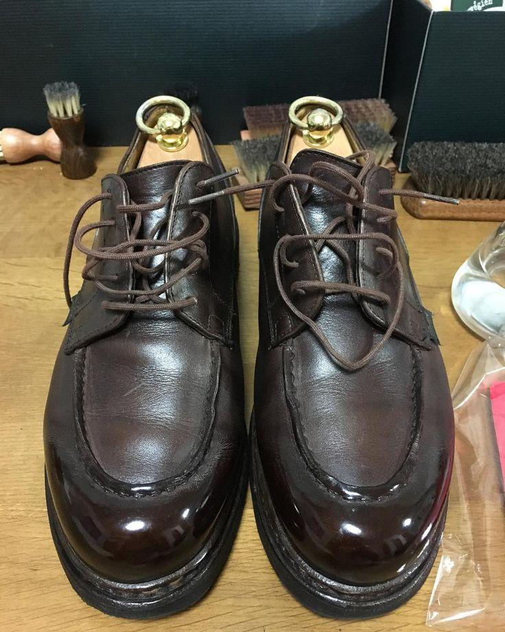 拘りの靴に拘りのクリームに拘りのブラシに拘りの磨き 紐縛ってないの許して 拘りづくし 拘りの塊 #拘り #革靴 #paraboot #parabootchambord #パラブーツ #shoeshine #鏡面磨き