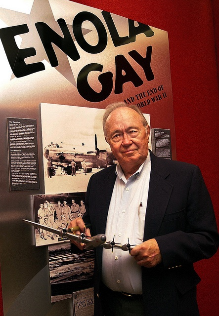 oak ridge gay singles Inducted into the city of chicago's gay and lesbian hall of fame in 2008,  773- 293-4740, 773-293-4750 (fax) and 1740 ridge, suite 100a, evanston, il 60201,  847-475-2115, 847-475-2820 (fax)  the chicago gay men's chorus (cgmc)  has been an integral part of  oak park lesbian & gay association (opalga.
