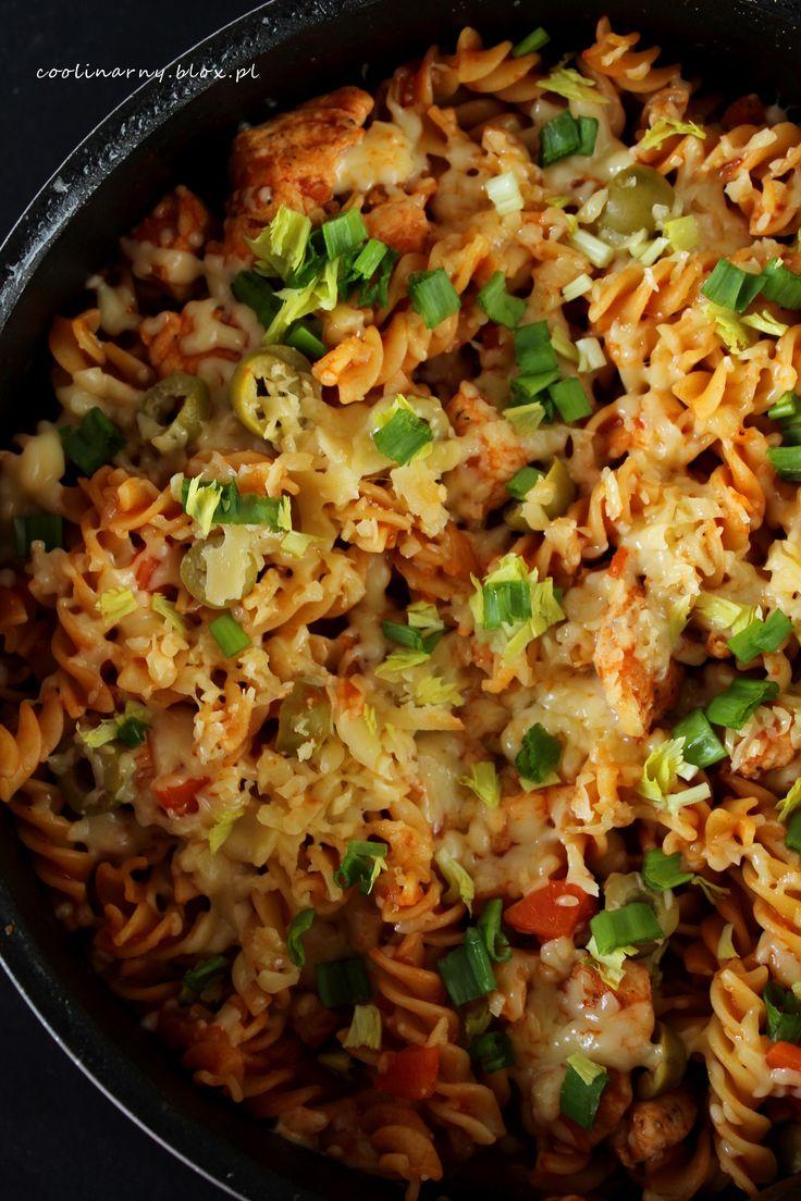 Jednogarnkowe : Makaron w sosie pomidorowym z kurczakiem