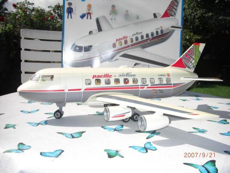 Neuwertiges Flugzeug im Orginalkarton zu verkaufen.