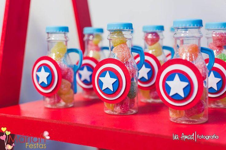 Heróis | Festa infantil | Decoração by Mariah festas | Balas de goma com decoração do Capitão América