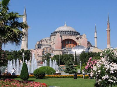 It is commonly believed that the last Divine Liturgy in Hagia Sophia in Constantinople took place on May 28, 1453. However, the last Divine Liturgy to really take place in Hagia Sophia was on the 19th of January in 1919, which was officiated by Papa Lefteris Noufrakis (1872-1941) from Rethymno, Crete.