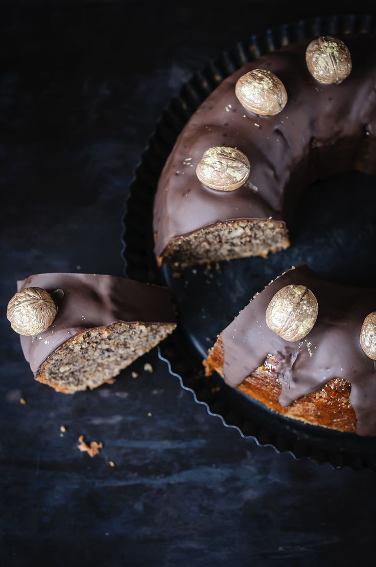saftiger walnusskuchen mit dunklem schokoladenüberzug, oder: es lebe die neue kuchenspießigkeit! (Sweet Recipes Baking)