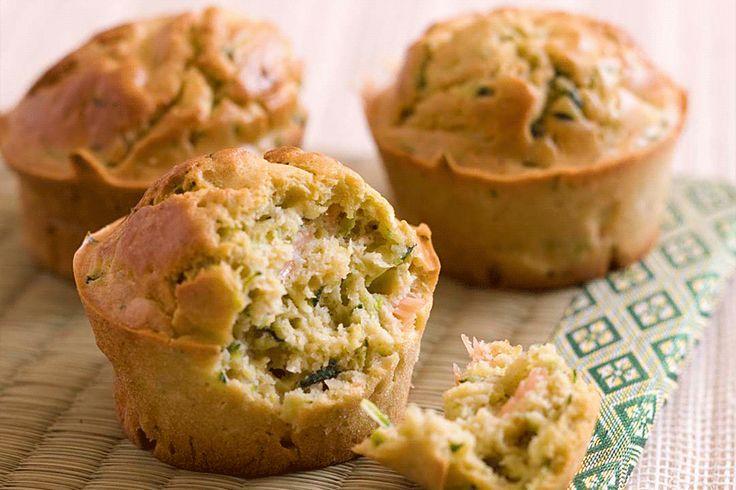 Recette de muffins courgettes et saumon au Thermomix. Idéal pour un apéro ou une entrée, à realiser avec votre TM31 ou votre TM5.