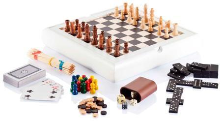 """Qualy Набор настольных игр 7в1  — 3395 руб.  —  Этот супер-сет состоит из семи видов игр, объединенных в одну. В """"Профи"""" входит: микадо, игральные карты, домино, шашки, шахматы, нарды и лудо. Естественно набор имеет полное """"оборудование"""" для игр - это игральные кости - черные и белые - доска для шахмат и шашек, а также поле для лудо и палочки для микадо. Лудо (или как еще называют """"парчис"""") - настольная стратегическая игра с элементом случайности для 2-4 игроков (существуют адаптации для 6 и…"""