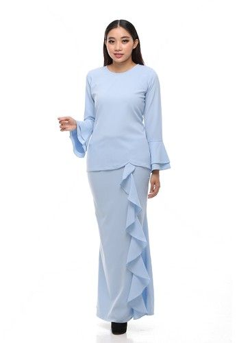 Suraiya Modern Kurung from Secretcode in Blue Simplicity is the ultimate sophistication. Suraiya Kurung is the minimalist but never tolerate with the outstanding effect by its ruffle skirt and double bell sleeves. The cutting and fabrics is the most comfortable and allure as its best.  Top: - Po... #bajukurung #bajukurungmoden