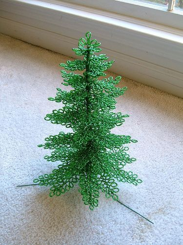 beaded Christmas tree with link to tutorial:
