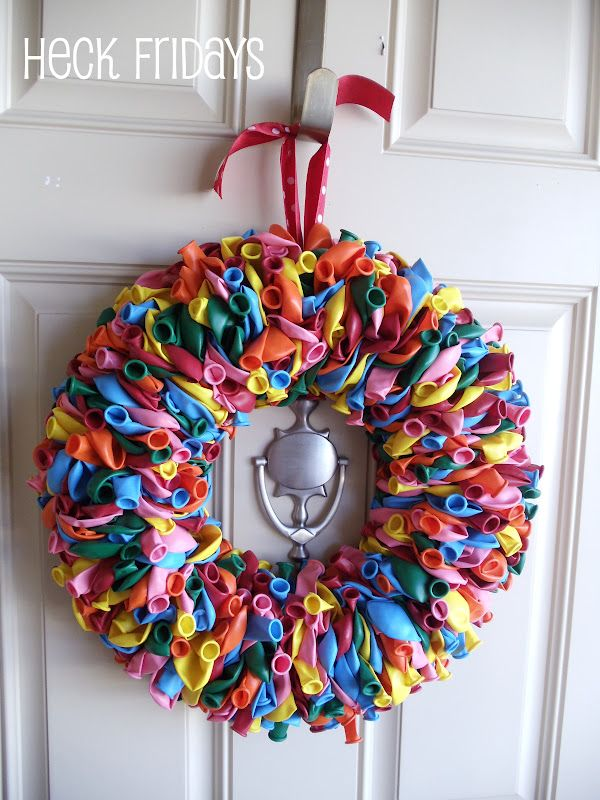 45+ Fun and Creative Ways to Use Balloons --> Birthday Balloon Wreath #craft #balloon #decor