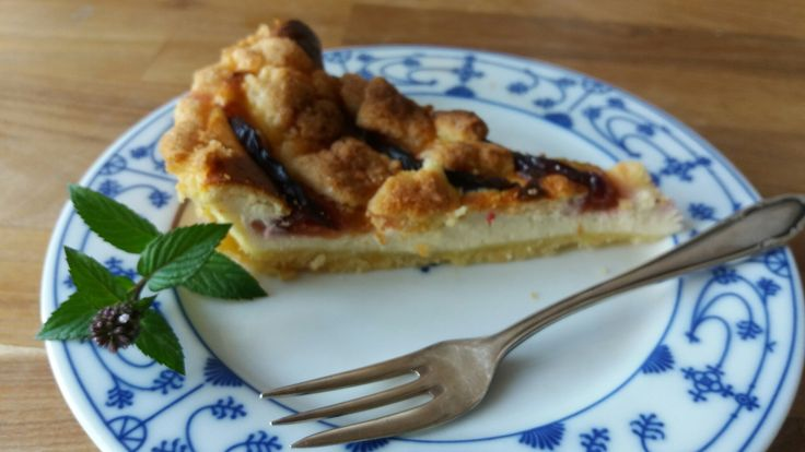 So easy, so fast, so yummy….this tart is an excellent end of summer recipe, when plums are ripe and sweet. Try it, I hope you will like it. My brother didn't stop eating and eating&#823…