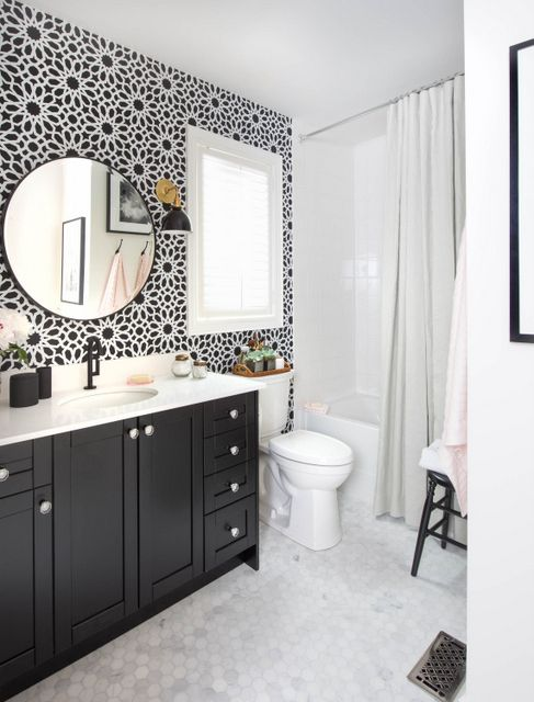 Elegant bathroom with geometrical black and white wallpaper creating the illusion of flowers.