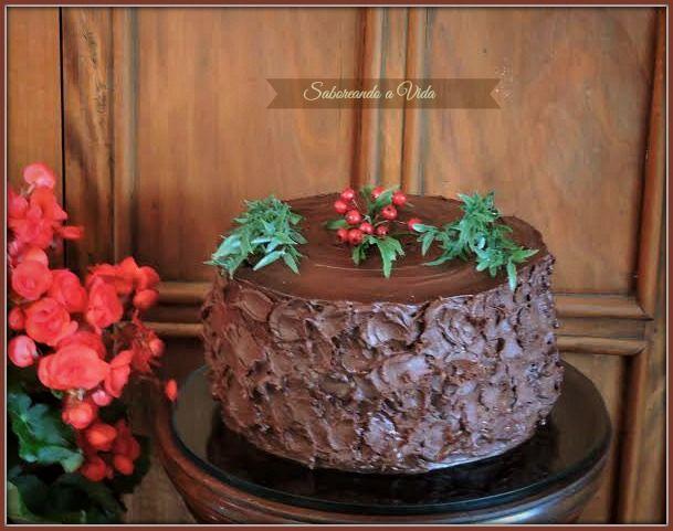 saboreando a vida: Bolo de Festa: Massa de chocolate deliciosa + recheio de mousse de Galak e morangos. E mais...