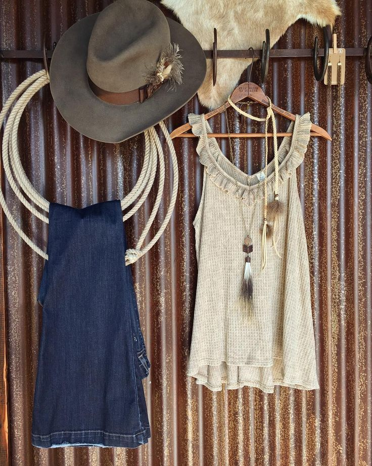 Neutrals through and through!!! When an outfit makes a statement so loud by being so subtle at the same time  there's nothing better! #perfection #neutrals #love #summerstyle #savannah7s