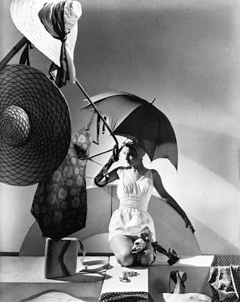 Fashion shot by Horst, Vogue, New York, 1935
