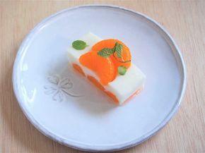 寒天はそのほとんどが食物繊維。ダイエット中の方や妊婦さん、こどものおやつにもおすすめです。今回はヘルシーでおいしい「ヨーグルト寒天」の作り方をご紹介します。フルーツをトッピングしたり、中にフルーツを入れてアレンジできますよ。