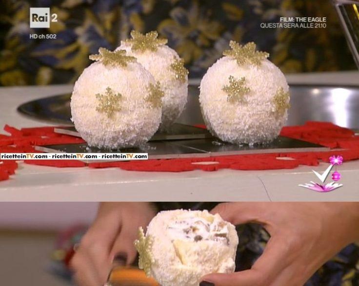 palle di Natale ripiene di marron glacè e panna montata, ricoperte di cioccolato bianco e scaglie di cocco di Alessandro Servida