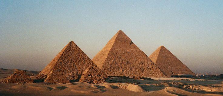 http://mundodeviagens.com/piramides-de-gize/ - Neste post, viramos os nossos olhos para o Egito para revelar 10 curiosidades relacionadas com uma das pirâmides mais conhecidas desta civilização: As Pirâmides de Gizé. Capaz de atrair turistas de todos os cantos do mundo, esta construção está repleta de factos curiosos que são menos conhecidos.