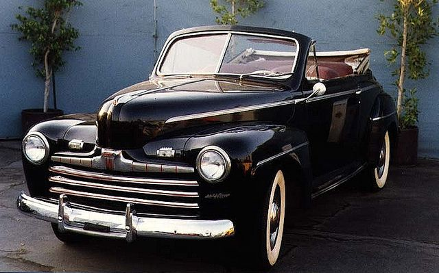 1946 ford super de luxe convertible biff 39 s car in back. Black Bedroom Furniture Sets. Home Design Ideas