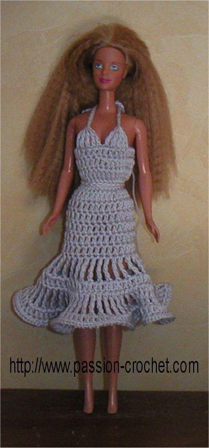 Robe au crochet pour poup�e Barbie: Poup Barbie, Poup E Barbie, Barbie Clothing, Barbie Dresses, Crochet Barbie, Barbier Roupinha, Barbie Crochet, Barbie Klær, Barbie Dolls