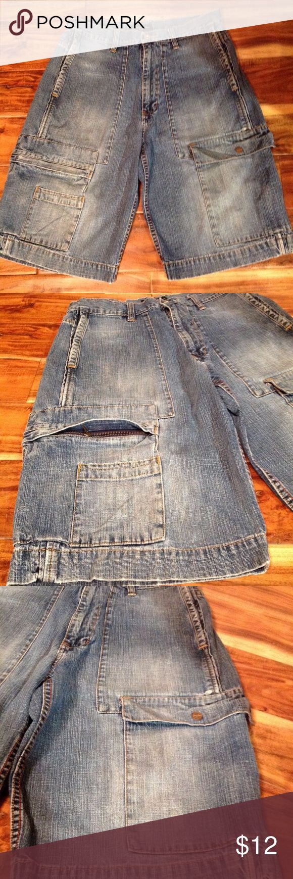 "SEAN JOHN Blue Jean Shorts Men's Sean John Blue Jean Shorts Size 32 100% Cotton Denim.  32"" waist and length measures 24"". Sean John Shorts Jean Shorts"