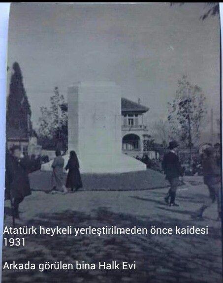 Atatürk heykelinin kaidesi yapılırken-Bursa