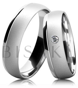 B55 Snubní prsteny  v kombinaci bílého a žlutého zlata z jedné strany s lesklým proužkem a saténově matným povrchem. Dámský prsten zdobený kamenem. #bisaku #wedding #rings #engagement #svatba #snubni #prsteny
