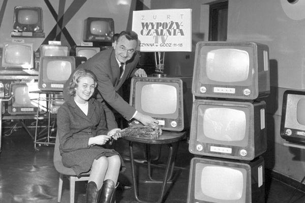 Dziś wypożyczamy filmy w Internecie , a 50 lat temu wypożyczało się… telewizory! (fot. Z. Januszewski/TVP)
