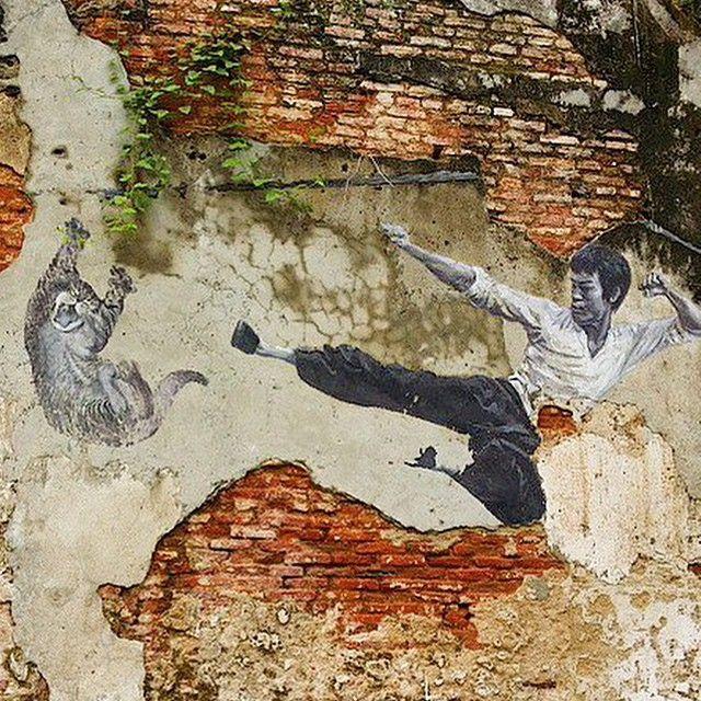 Street art in George Town, in Penang Malaysia - George Town er ikke bare den mest populære byen i Penang, den er også full av backpackere som er ute av Thailand for å fornye visum, eller som er på gjennomreise i Malaysia.  #brucelee #kungfu #streetart #georgetown #penang #malaysia #backpacking #explorelife #kilroy