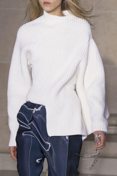 Louis Vuitton at Paris Fashion Week Fall 2017 - Details Runway Photos